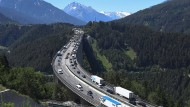 Auf der Europabrücke der Brennerautobahn in Tirol herrscht vor allem in den Sommerferien fast immer viel Verkehr.