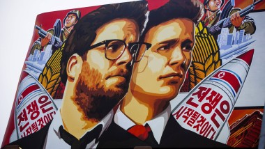 """Filmplakat von """"The Interview"""". Der Film wird nach Drohungen gegen Kinos in Amerika vorerst nicht gezeigt."""
