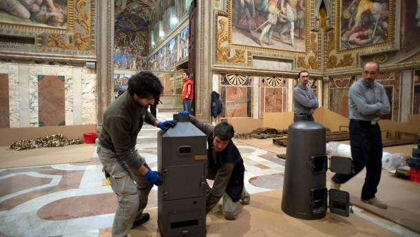 Sixtinische Kapelle wird für die Papst-Wahl hergerichtet