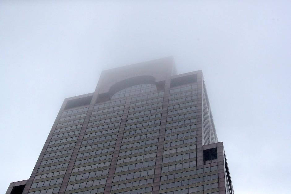 Ein Blick auf das Hochhaus in Manhattan, wo der Hubschrauber am Montag bei der Landung auf dem Dach verunglückt ist.