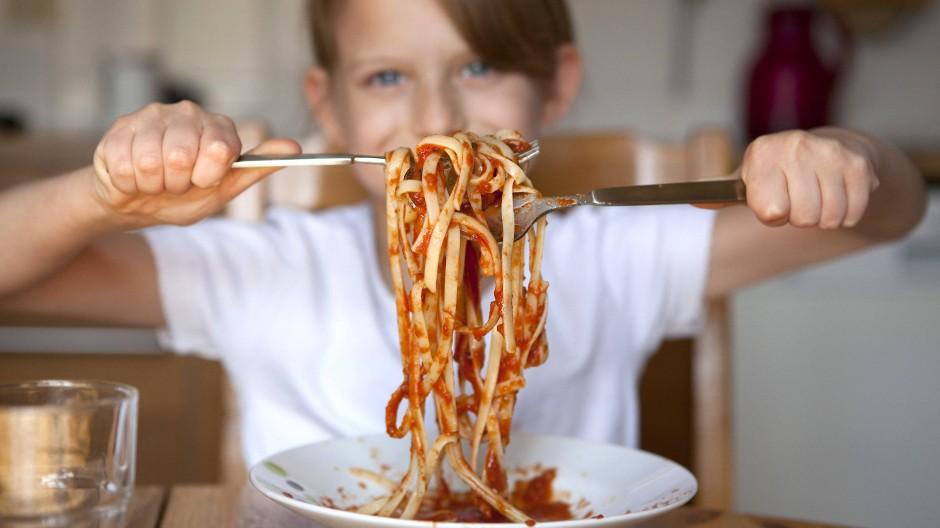 Nudeln mit Tomatensauce sind für viele Kinder ein Lieblingsessen.