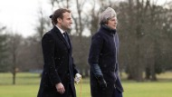 Die britische Premierministerin Theresa May empfängt Frankreichs Präsident Emmanuel Macron in der Militärakademie in Sandhurst.