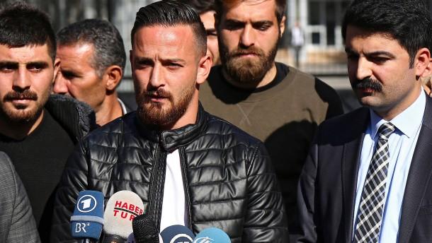 Deutsch-türkischer Fußballprofi Naki auf Autobahn beschossen