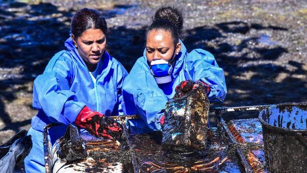 Haare schneiden gegen Ölkatastrophe in Mauritius