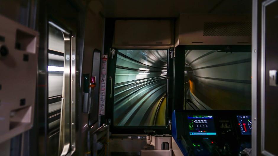Blick aus der Fahrerkabine der japanischen Sendai City Subway