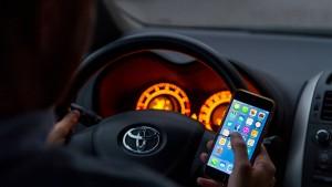Dobrindt soll Fahrverbot bei Handynutzung am Steuer planen