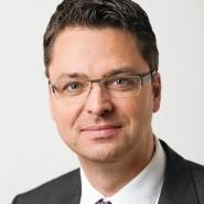 """Henning Peitsmeier - Portraitaufnahme für das Blaue Buch """"Die Redaktion stellt sich vor"""" der Frankfurter Allgemeinen Zeitung"""