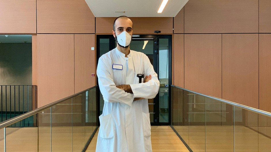 Dr. med. Cihan Çelik und seine Kollegen behandeln Covid-19-Patienten in Darmstadt.