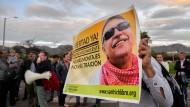 Anhänger der Farc fordern in Bogota die Freilassung von Jesus Santrich.
