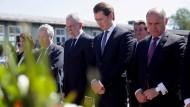Österreichs Präsident Alexander Van der Bellen, Kanzler Sebastian Kurz und Nationalratspräsident Wolfgang Sobotka gedenken der Befreiung des ehemaligen Konzentrationslagers Mauthausen – ohne FPÖ.