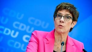 Kramp-Karrenbauer kündigt konsequente Erneuerung der CDU an