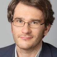 """Friedrich Schmidt - Portraitaufnahme für das Blaue Buch """"Die Redaktion stellt sich vor"""" der Frankfurter Allgemeinen Zeitung"""