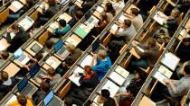 Auf der Schulbank: Studenten im großen Hörsaal der Technischen Universität in München