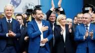 Geert Wilders, Matteo Salvini, Marine Le Pen und Veselin Mareshki (v.l.n.r.) bei einem Treffen rechtspopulistischer Parteien in Mailand