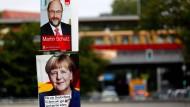 Wahlkampf am Laternenmast: Merkel und Schulz