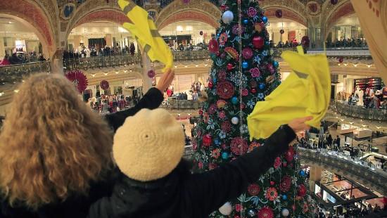 Gelbwesten stürmen Luxus-Kaufhaus in Paris