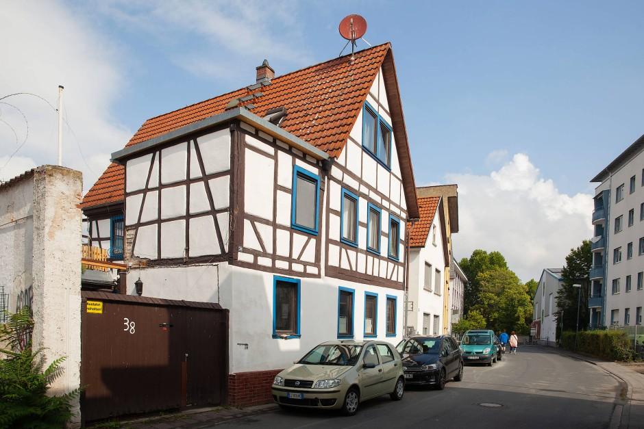 Übrig: Dieses Fachwerkhaus an der Sandgasse in Offenbach hat heute Seltenheitswert