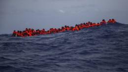 Über hundert Flüchtlinge in Seenot