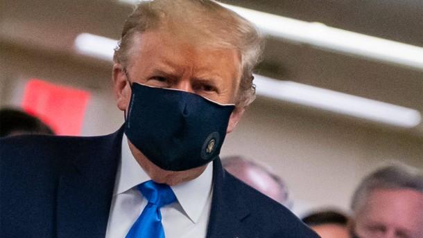 """Trump nennt das Tragen von Masken """"patriotisch"""""""