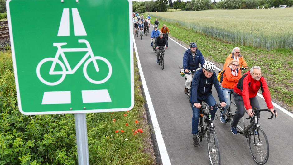 Grünstreifen: Teilstück des ersten hessischen Radschnellwegs bei Egelsbach