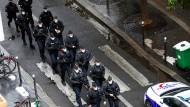Polizisten am 25. September in der Nähe des Ortes des Messerattacke in Paris.