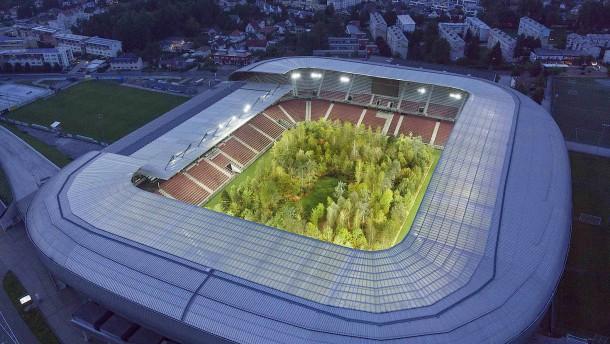 Ein Stadion voller Bäume