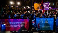 9000 protestieren gegen 10.000 Pegida-Demonstranten