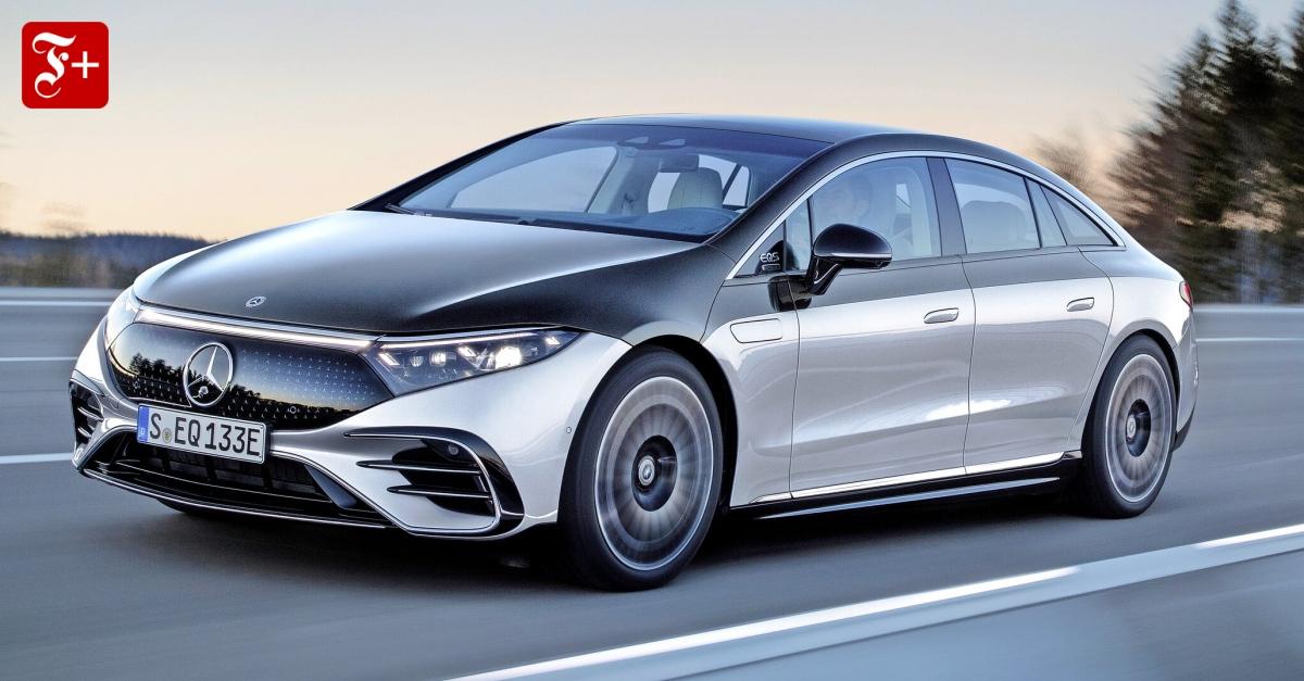 Mercedes-EQS-Haubentaucher-auf-dem-Hyperscreen