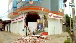 Heftiges Erdbeben der Stärke 8,0 erschüttert Peru