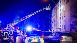 Mann stürzt bei Brand in Rüsselsheim aus Fenster und stirbt