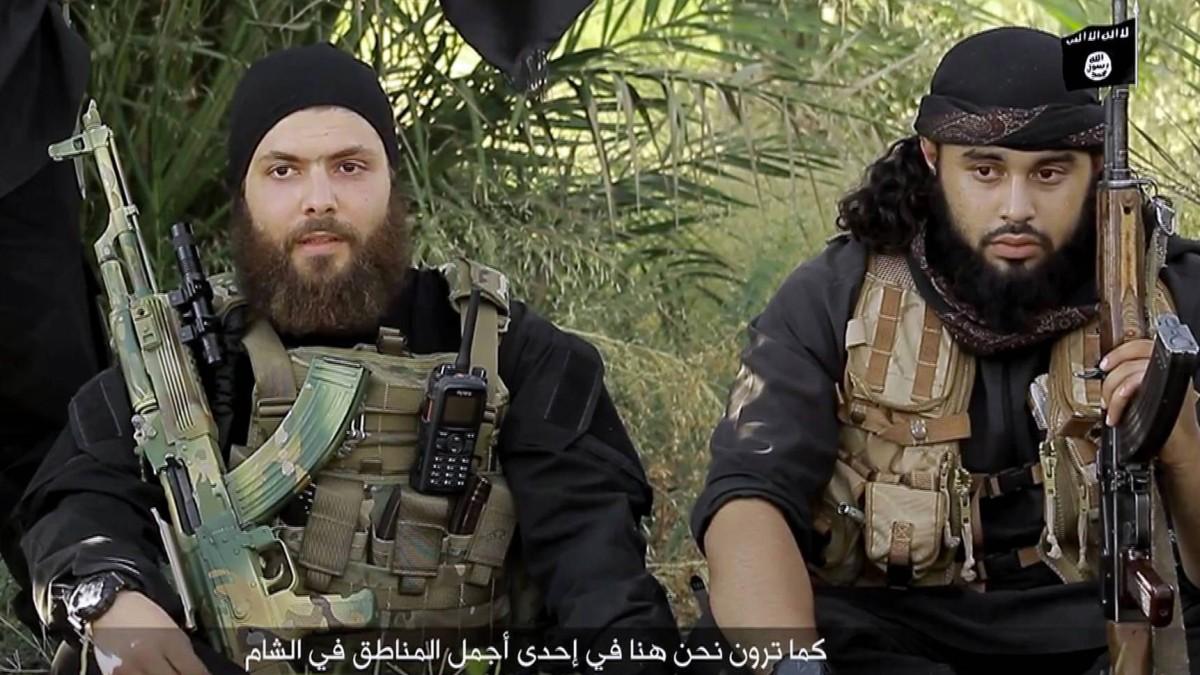 IS-Kämpfer schießen mit deutschen Waffen