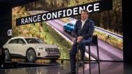 Der Neue: Bram Schot übernimmt am 1. Januar offiziell den Vorstandsvorsitz von Audi. Das Foto zeigt Schot mit einem Audi E-Tron in Richmond (Vereinigte Staaten).