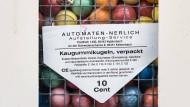 Kinderglück aus vergangenen Zeiten: Kaugummi und Spielzeug aus Automaten.