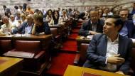 Griechisches Parlament billigt Reformen – 38 Abweichler bei Syriza