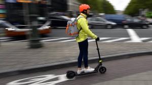 Polizei-Gewerkschaft: E-Rollerfahrer sollten Helme tragen