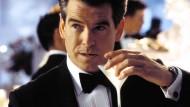 """Klasse statt Masse: Als James Bond wird Pierce Brosnan in """"Die Another Day"""" keinen billigen Smoking getragen haben. Dabei geht's auch anders."""