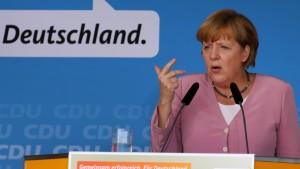 Bundeskanzlerin Merkel bei Kundgebung an der Ostsee