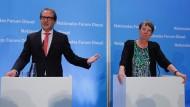 Gemeinsame Pressekonferenz von Verkehrsminister Dobrindt (links) und Umweltministerin Hendricks