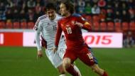 Tschechien rettet sich, Wales überrascht