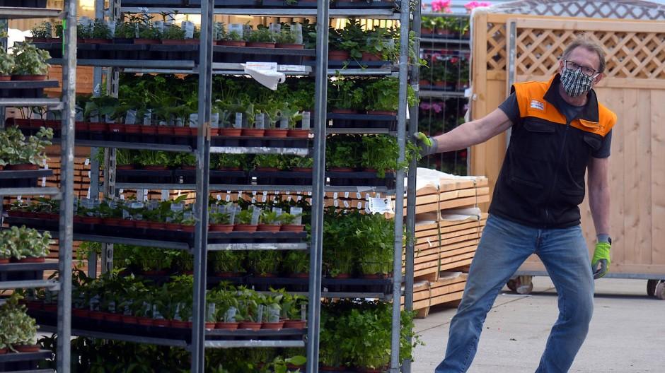 Baumärkte und kleinere Geschäfte öffnen wieder