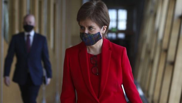 Parlament wirft Sturgeon Täuschung vor