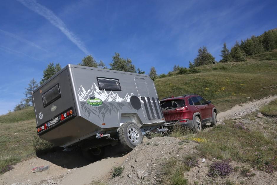 gel nde wohnwagen offroad ber die alpen auto verkehr faz. Black Bedroom Furniture Sets. Home Design Ideas