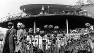 So sah es aus: Am Parkcafé blühten im Mai 1957 rechtzeitig zur Bundesgartenschau die Tulpen - und die schönen Ideen einer leicht beschwingten Nachkriegsarchitektur.