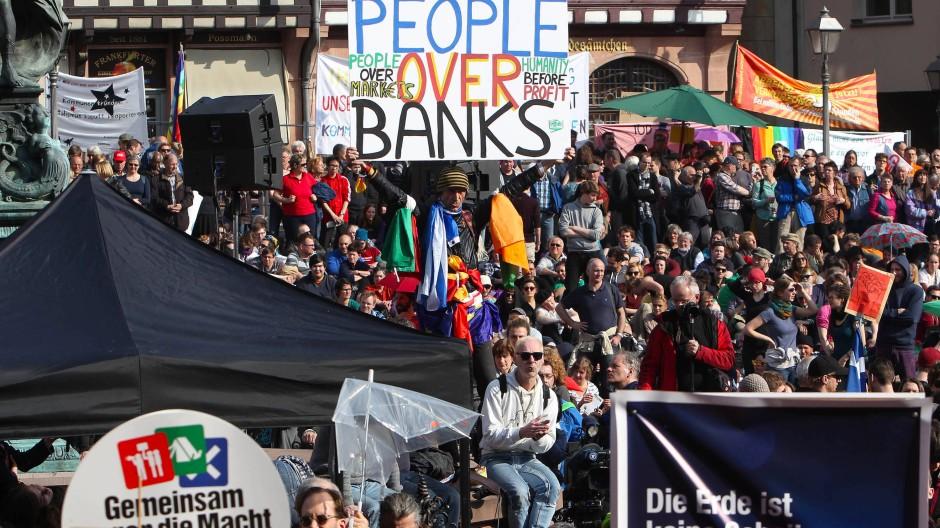 Protest vor dem Römer: Die Blockupy-Proteste waren nicht den ganzen Tag so friedlich wie bei dieser Kundgebung.