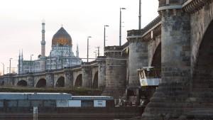 Sprengsatz-Attrappe an Dresdner Marienbrücke