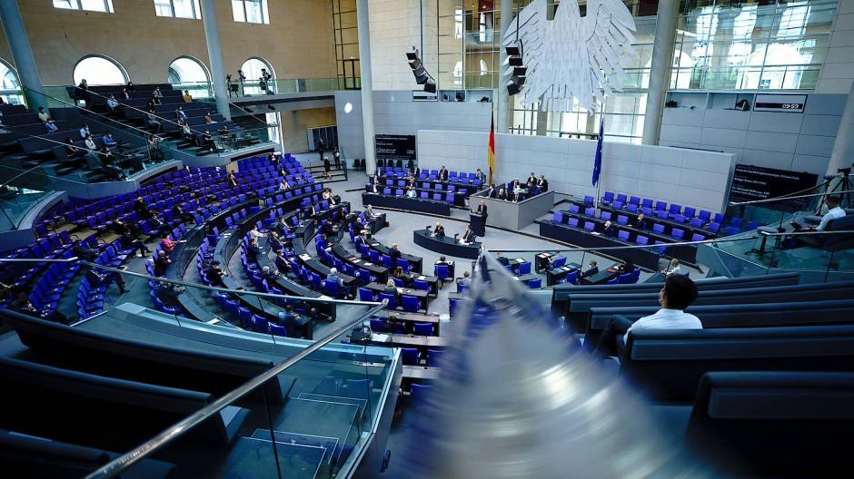 Der Plenarsaal in Berlin während einer Sitzung des Bundestags, 10.06.2021.