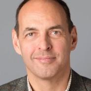 """Michael Reinsch - Portraitaufnahme für das Blaue Buch """"Die Redaktion stellt sich vor"""" der Frankfurter Allgemeinen Zeitung"""