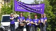 Frauen beim Streik in der Schweiz.