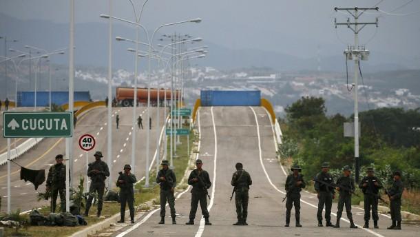 Maduro stoppt Hilfslieferungen an der Grenze