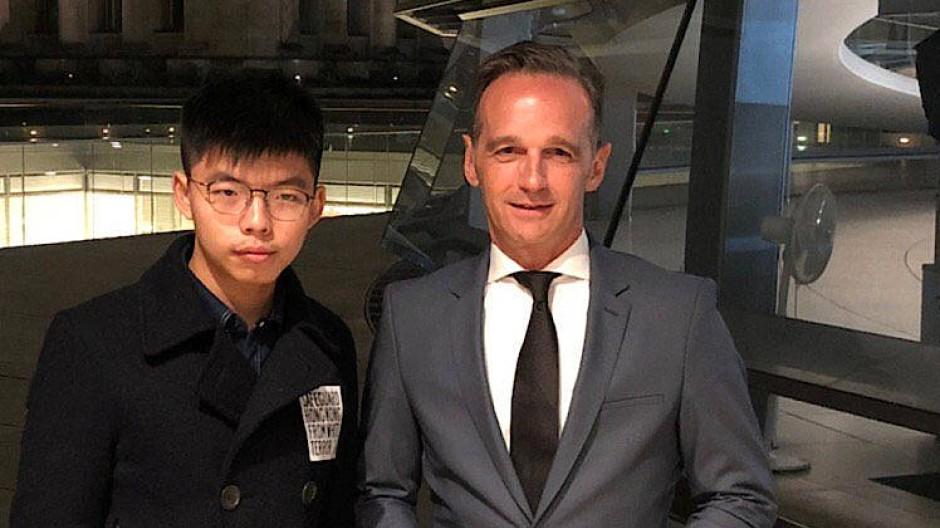 Der Hongkonger Aktivist Joshua Wong am Montag bei einem Treffen mit Außenminister Heiko Maas in Berlin